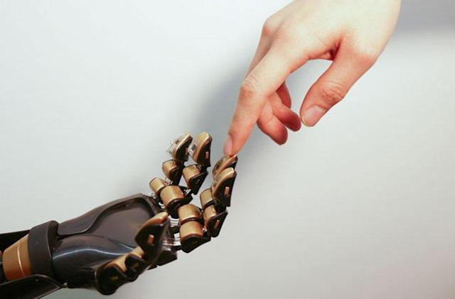 Stanford researchers make artificial skin that senses touch