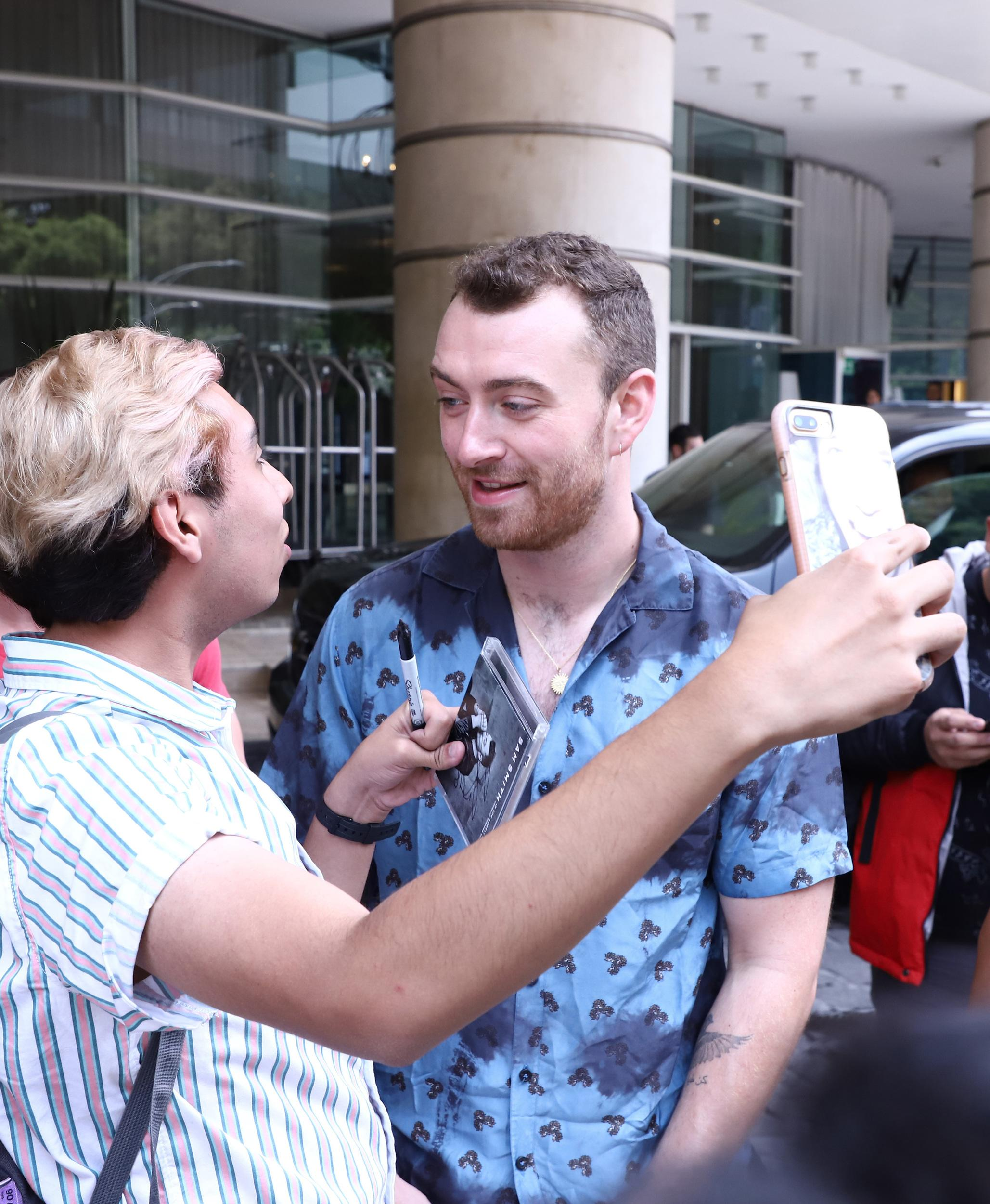 Sam Smith sighting with Fans in Mexico City, Mexico on July 26, 2018. (Photos by Liliana Ampudia Mendez/Sipa USA)