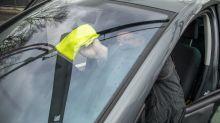 Wie Walnüsse und Spiritus für gute Sicht im Auto sorgen