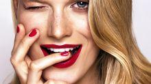 Manucure : voici l'astuce d'une pro pour retirer les faux ongles à la maison sans abîmer les vrais
