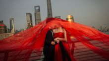 Behind the scenes of China's billion dollar pre-marriage photo sessions trend