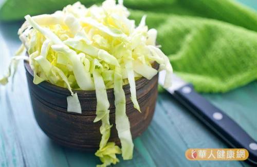 科學家們發現,只要素食者吃豆類、堅果和甘藍,將和肉食者一樣有力量!