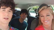 La Policía Nacional interrumpe a Belén Esteban al volante durante su entrevista a los Javis
