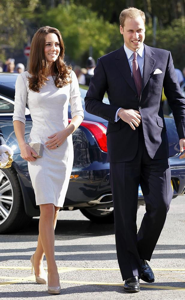 Kate looked lovely in Amanda Wakeley as she and William visited the Royal Marsden Hospital.