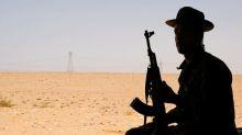 El comandante libio Haftar dice se levantará bloqueo a producción de petróleo