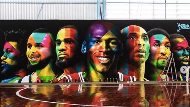 Neymar ha mandado pintar este mural en su cancha de baloncesto privada