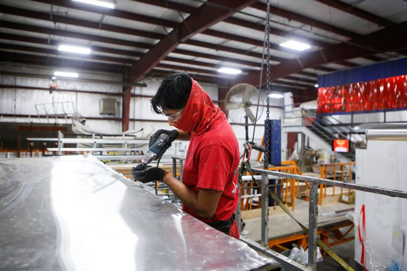 U.S. factories desperate for workers, even as ranks of jobless remains... image