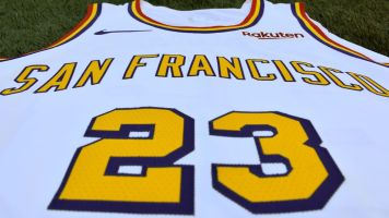Warriors unveil new uniforms in classic style