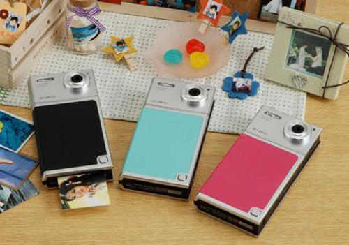 Tomy's printer-equipped Xiao digital camera hits Japan