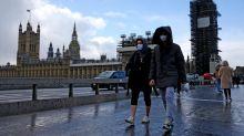 """Covid, Crisanti: """"Londra disastro, nessuno usa mascherina"""""""