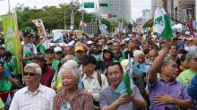 Thousands Rally in Taiwan to Demand Referendum on Independence From China