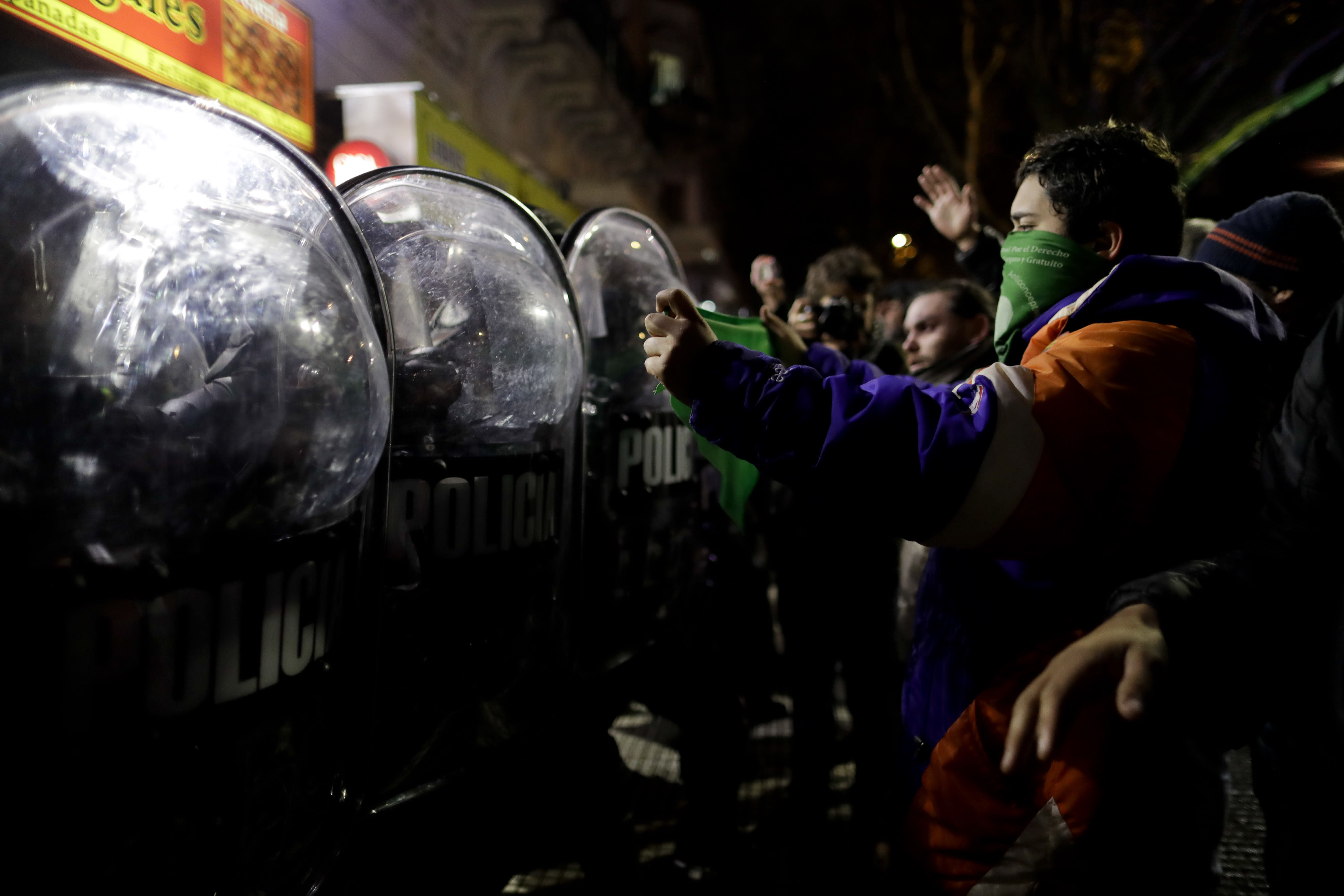 Clashes after Argentine lawmakers reject bill to legalize abortion