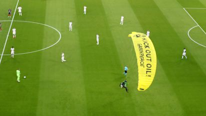 Several hurt in parachute stunt at Euro 2020