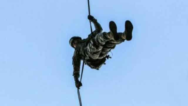 Soldier defies odds, finishes Air Assault School