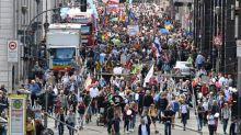 """Allemagne: une nouvelle manifestation """"anti-Covid"""" réunit près de 18.000 personnes à Berlin"""