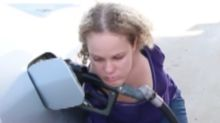 Woman with no arms explains how she refuels her car