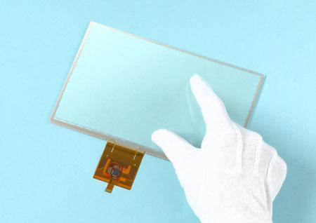 SMK's touchscreen registers your gloved swipes, won't acknowledge the bad touch