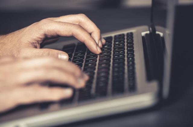 Password app developer overlooks security hole to preserve ads