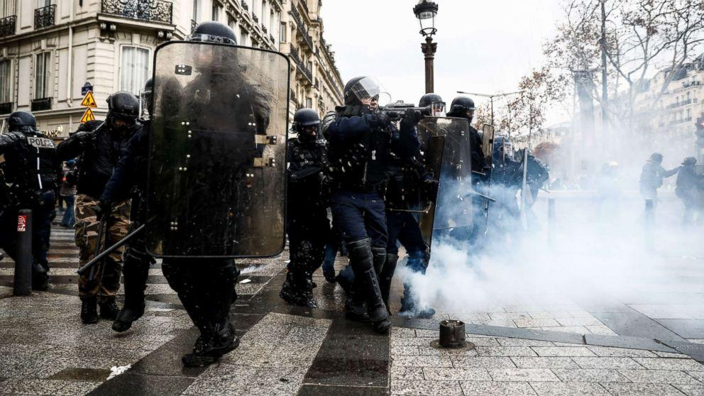 Paris protests continue for 4th weekend despite Macron's concession to original demands
