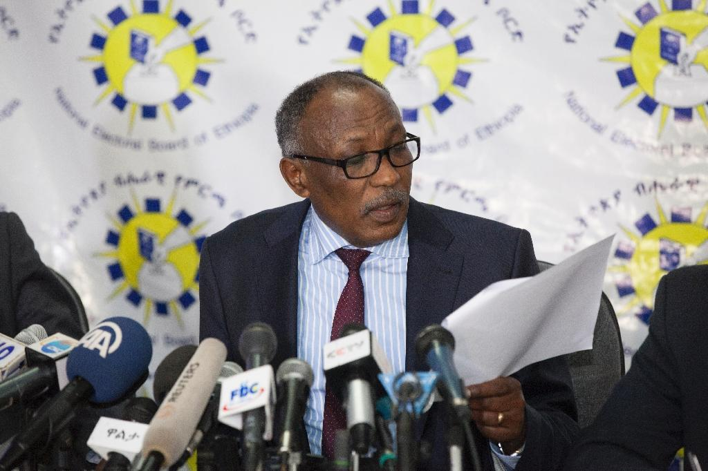 Dr. Merga Bekana, National Ethiopian Electoral Board Chairman reads on 27 May 2015 in Addis Ababa the preliminary results of the 5th Ethiopian General Election which took place on 24 May 2015 (AFP Photo/Zacharias Abubeker)