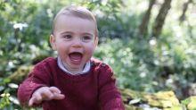 Kate e William divulgam fotos do príncipe Louis, que comemora um ano nesta terça