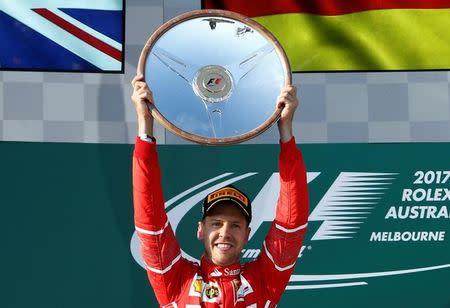 Ferrari da saltos de alegría tras vencer Vettel en Australia