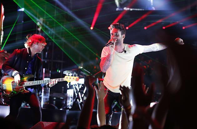 Billboard tweaks album sales chart to include streams, digital track sales