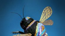 Artista cria esculturas minuciosas usando pequenos pedaços de papel