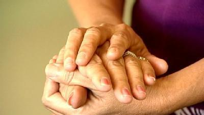 Cancer Patients Try 'Touch' Therapy