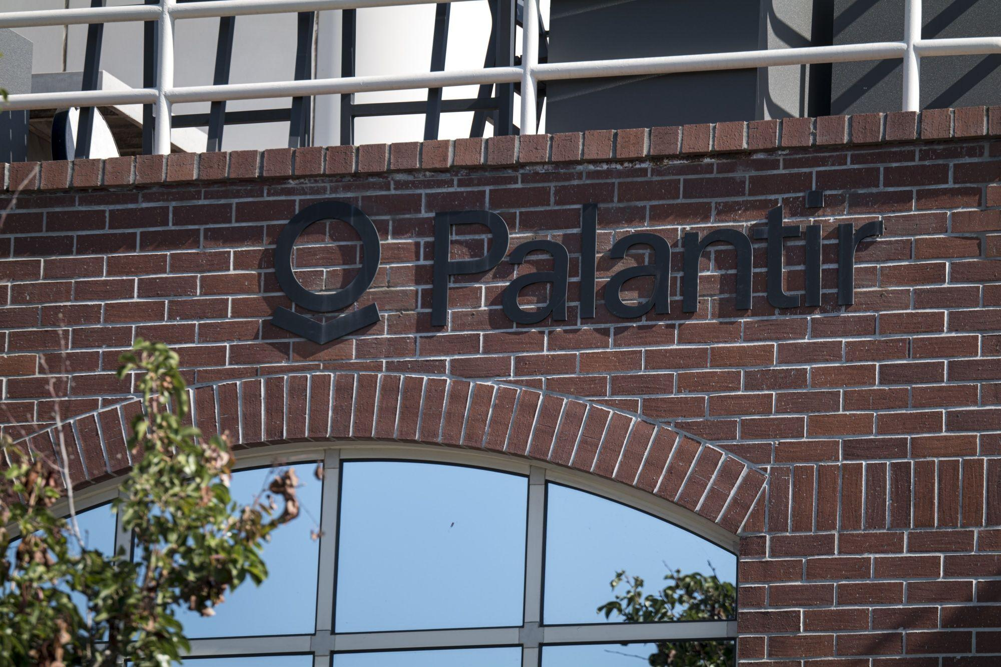 Palantir Rallies on Sales Forecast, Embrace of Bitcoin - Yahoo Finance