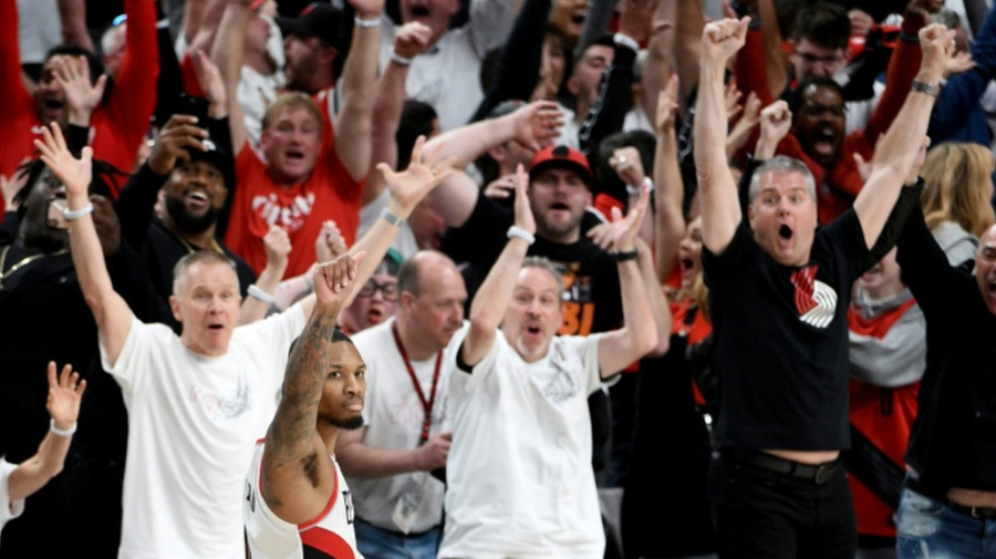 Lillard buzzer-beater seals Blazers thriller to knock out Thunder