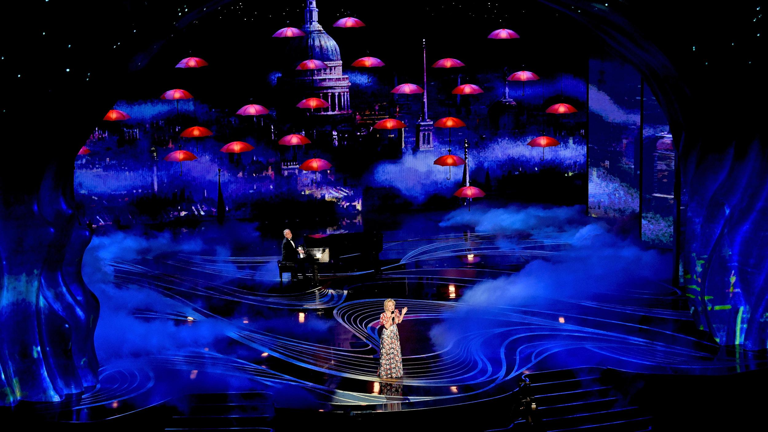 HOLLYWOOD, CALIFORNIA - FEBRUARY 24:(EDITORS NOTE: Retransmission with alternate crop.) (L-R) Marc Shaiman and Bette Midler perform onstage during the 91st Annual Academy Awards at Dolby Theatre on February 24, 2019 in Hollywood, California. (Photo by Kevin Winter/Getty Images)