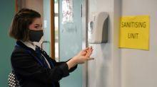 Governo britânico impõe uso de máscara nas escolas de ensino médio