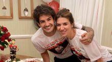 Rebeca Abravanel dá festão surpresa para Alexandre Pato e Silvio Santos veste a camisa