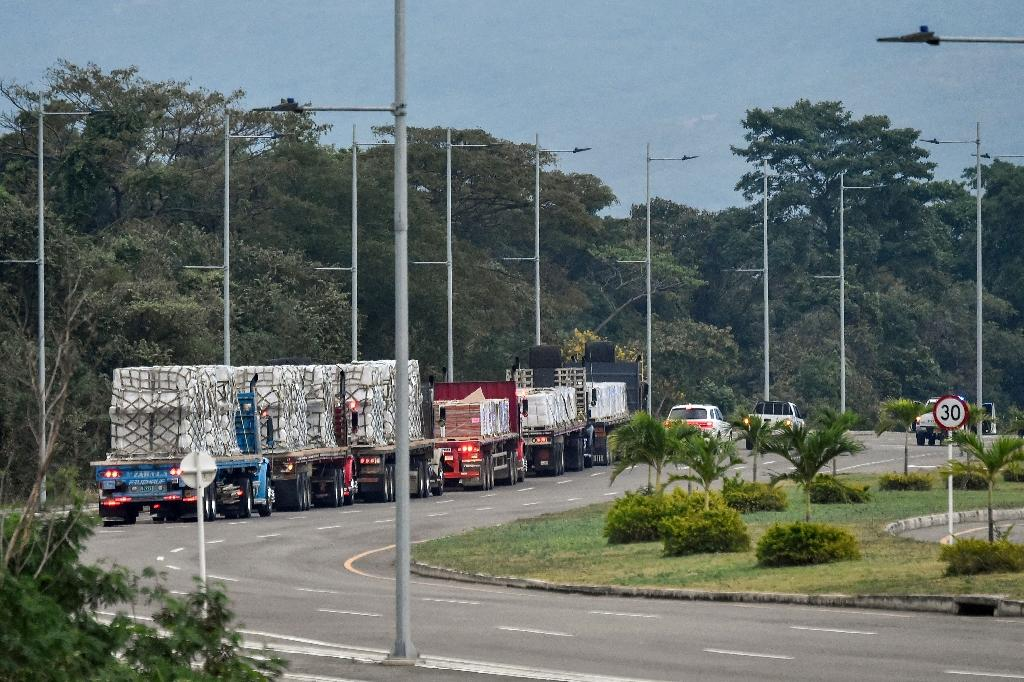 Trucks loaded with humanitarian aid for Venezuela drive towards the Tienditas Bridge in Cucuta, Colombia, where aid from Washington has piled up on the border with Venezuela, unable to enter (AFP Photo/Luis ROBAYO)