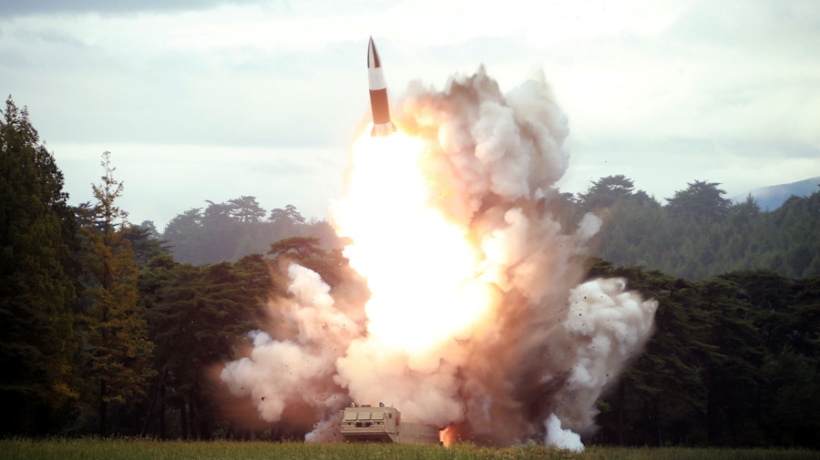 N. Korea reportedly fires 2 projectiles off coast