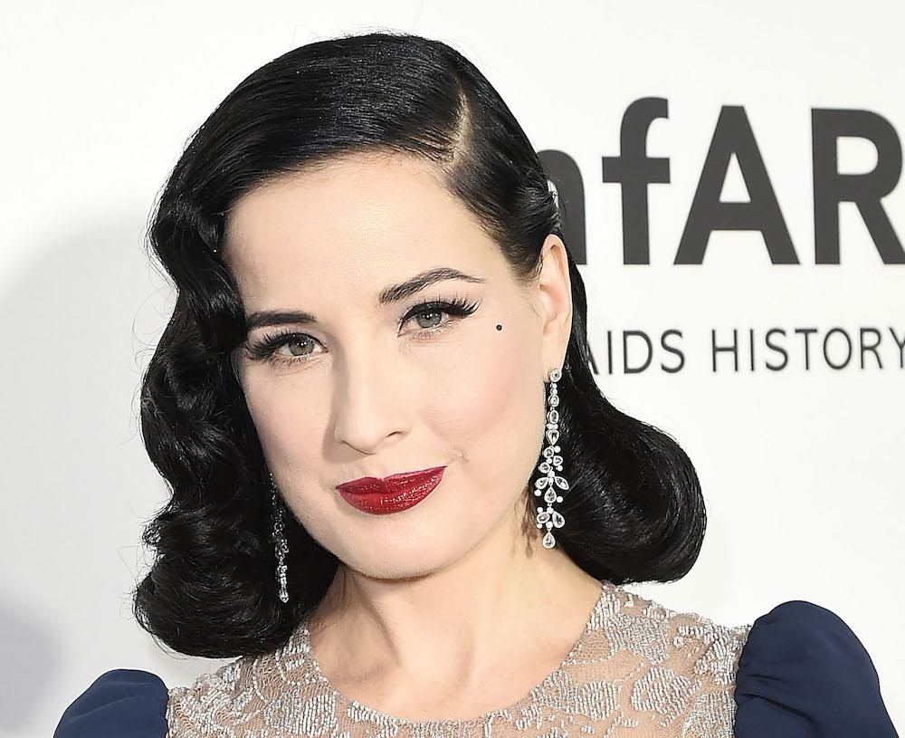 "Dita Von Teese Literally Dresses Up As A ""normal"" Girl Every Halloween And  It's Kind Of Hilarious"
