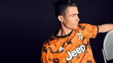 Em tom laranja vibrante, Juventus lança terceira camisa