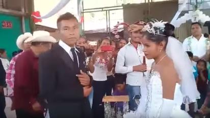 Sus caras lo dicen todo… Boda arreglada se viraliza como 'la más triste de México'