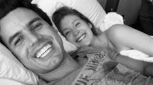 Marina posa com o marido na cama após polêmicas de Anitta