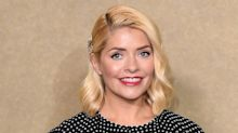 Holly Willoughby nails autumnal chic in £30 M&S jumper