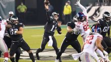 Carson Wentz's 'Raider' audible leads to big play in Eagles-Giants game