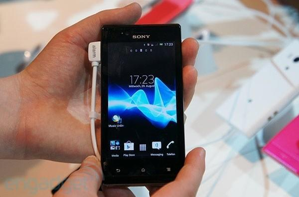 Sony's Xperia J arrives in style and on budget, we go hands-on