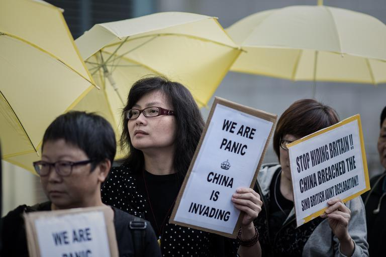 Pro-democracy activists protest outside the British consulate in the Admiralty district of Hong Kong, on November 21, 2014 (AFP Photo/Philippe Lopez)