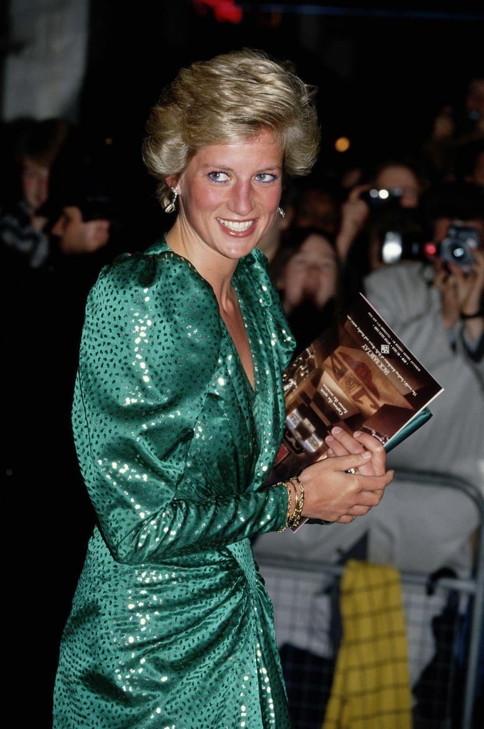 <p>Diana dazzles in a green frock.</p>