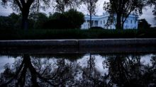 Mort de George Floyd : un blackout a-t-il été imposé à Washington après de violents affrontements devant la Maison Blanche?