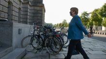 Merkel und Seehofer werben für Aufnahme von Flüchtlingen aus Griechenland