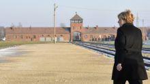 """En visite dans le camp de concentration d'Auschwitz, Merkel exprime sa """"honte profonde"""""""