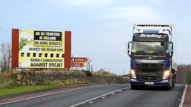 Brexit: Leaked report says UK must stay in customs union to avoid hard border