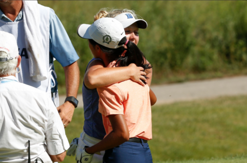Elizabeth Moon (orange shirt) lost to Erica Shepherd on a controversial ruling. (via @golfweek)